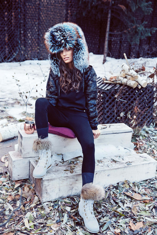 fotomodel-devushki-gina-milano-dayut-popu-foto